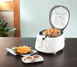 Gebakken voedsel bereid met een frituurpan