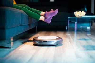 Robot Roomba Stofzuiger die het huis schoonmaakt