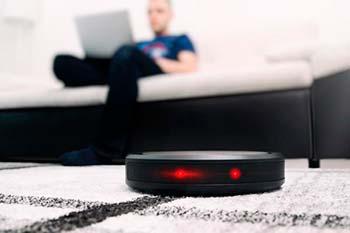 Afbeelding van een robotstofzuiger met wifi